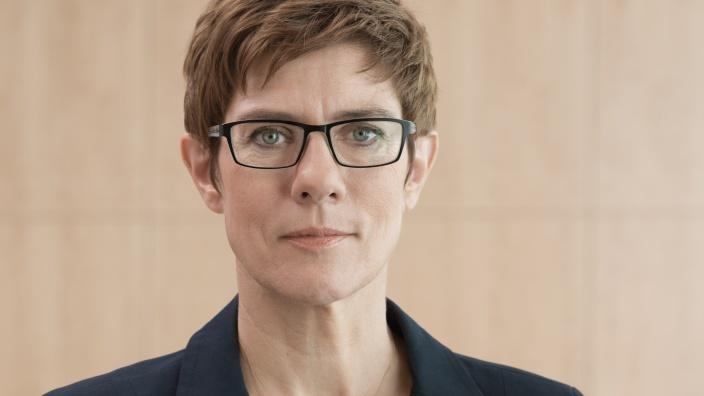Annegret Kramp-Karrenbauer ist neue Generalsekretärin der CDU Deutschlands