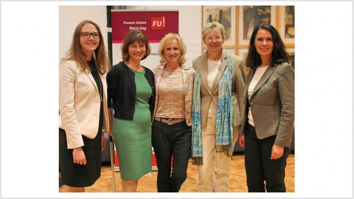 Gratulationen an den neuen Kreisvorstand der Frauen Union Rhein-Sieg: (v.li.n.re.): Gebauer, Gutsche, Grünewald, Unger und unsere Bundestagsabgeordnete und CDU-Kreisvorsitzende Winkelmeier-Becker