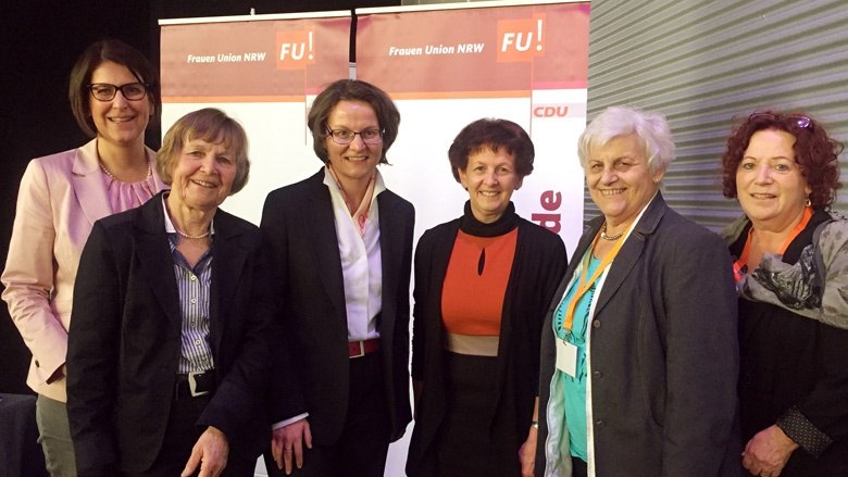 Das Rhein-Sieg Frauenteam mit der neuen Vorsitzenden der Frauen Union NRW, Ina Scharrenbach (dritte von links)