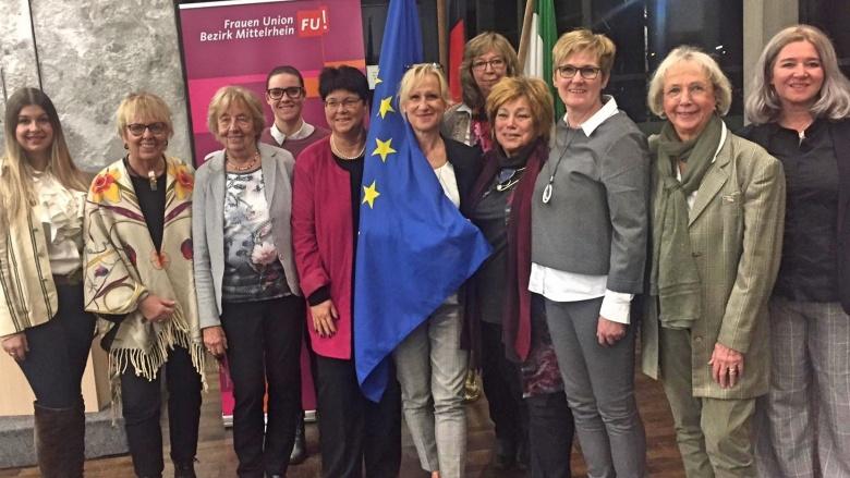 Neu gewähltes Vorstandsteam der Frauen Union Mittelrhein mit der neuen Vorsitzenden Martina Engels-Bremer 2.v.re)