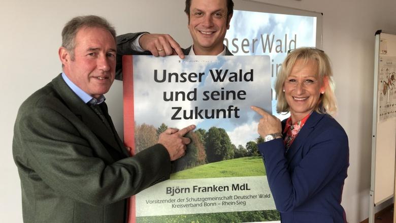 Das Thema unserer Wälder mit Fachleuten besprechen: Förster Pohl und Björn Franken (Schutzgemeinschaft Deutscher Wald)
