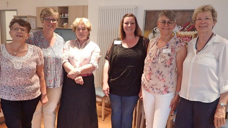 Besuch in der Alteneinrichtung Stella maris: Frauen Union Swisttal erfreut mit Kuchen und Gesang