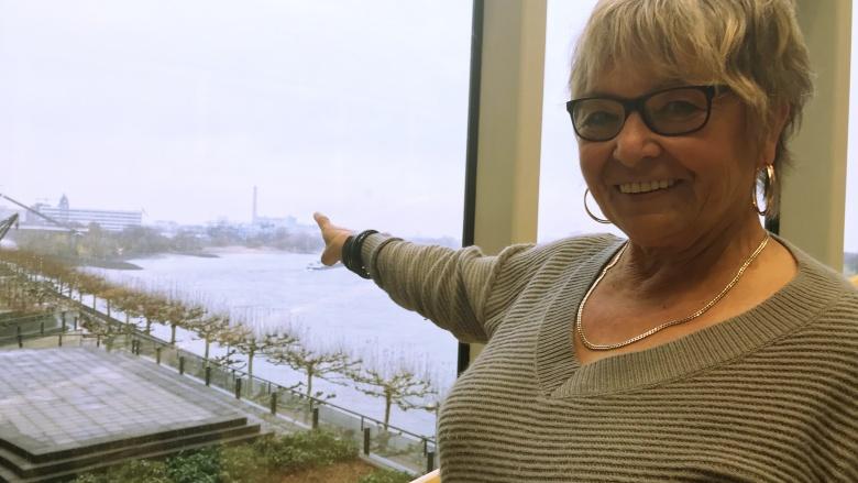 Elisabeth Lohmann ist begeistert vom einmaligen Ausblick!