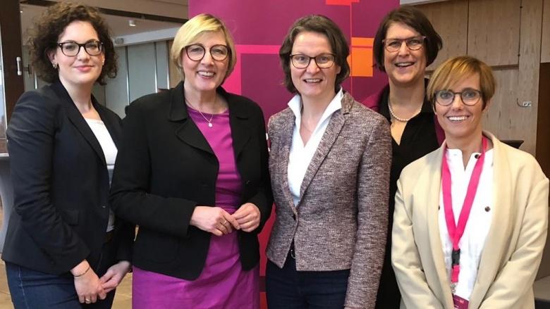 Mit der Landesvorsitzenden Ina Scharrenbach (Mi.; v.li.n.re): Julia Polley/Bonn, Gisela Manderla/Köln, Petra Heller/Rhein-Sieg, Nadine Heuser/Rhein-Erft
