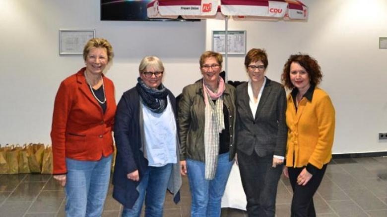 Martina Unger, Gabi Kretschmer, Maike Scholz, Annegret Kramp-Karrenbauer und Ute Hein.