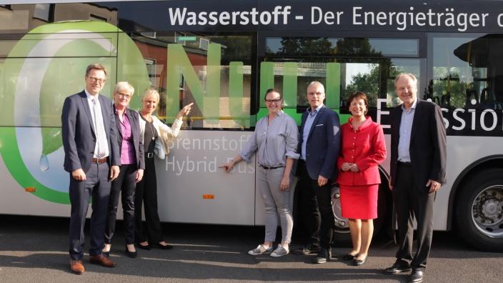 Null-Emission! Der Brennstoffzellenbus des Regionalverkehrs Köln begeistert! Diskussion zur Verkehrsmobilität mit Marie-Luise Dött