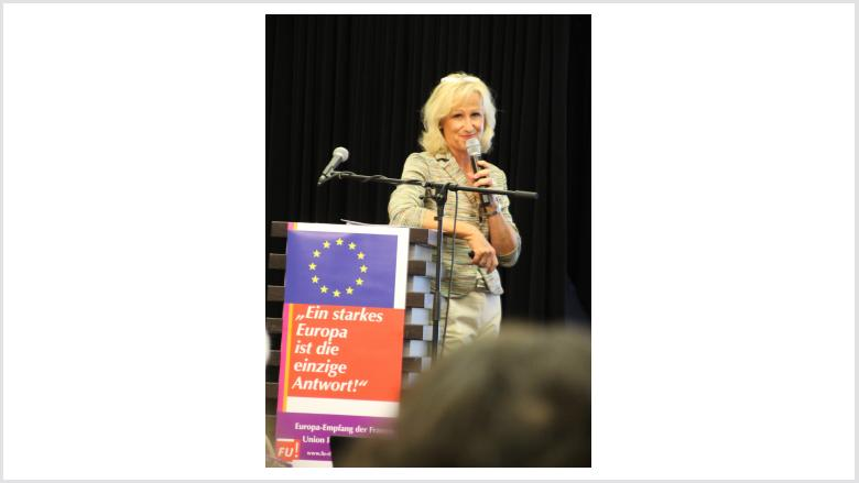 Monika Grünewald moderiert