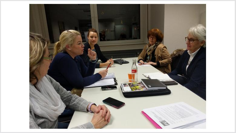 Diskutieren: Jutta Parpart, Daniela Ratajczak, Dr Mirjam Lange, Renate Herrmanns, Birgid Schöler (v.li.n.re)